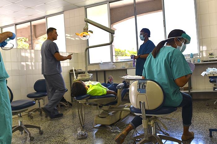 El consistorio de Barcelona anuncia servicios dentales un 40% más económicos